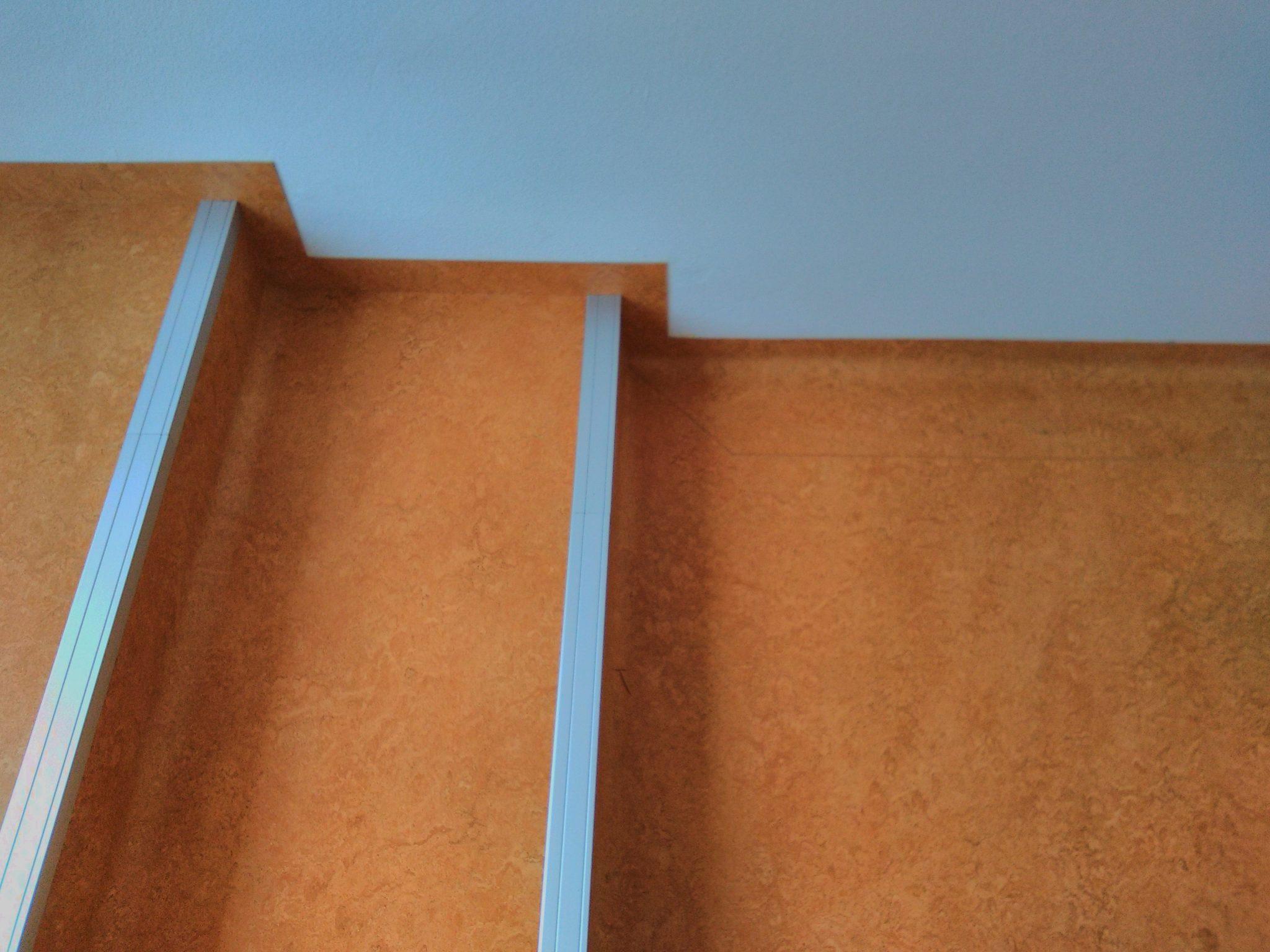 ms-uhrice-schody-lino